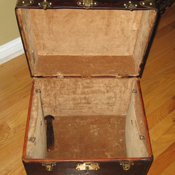 Interior of French Made Gentlemans' Hat Trunk