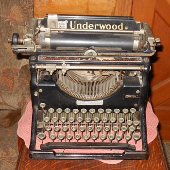 Underwood Typewriter 1920s - Office