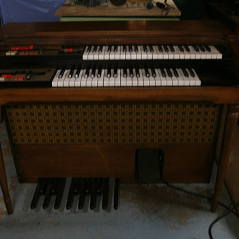 1971 Story & Clark  45M Electric Organ - Musical Instruments