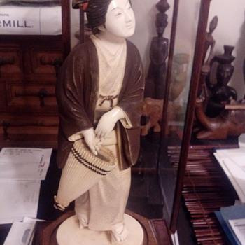 Geisha Statue 26cm height, teak wood stand and glass case,circa 1880s - Asian