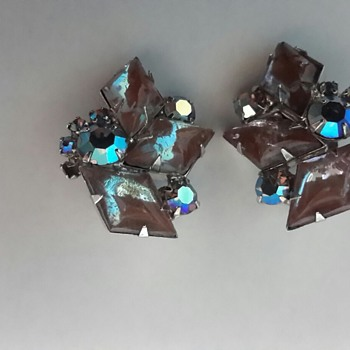 1950s Saphiret & Aurora Borealis Clip On Earrings