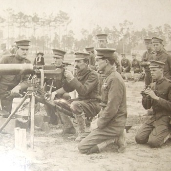US Army troops with Maxim M1904 Machine gun
