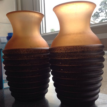A pair of unusual glass vases. - Art Glass