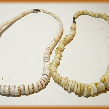 1970's Unisex - Shell Choker  ( Hawaiian Puka Shell Necklace ) - Costume Jewelry