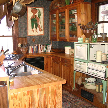 Little old gas stove on legs - a &quot;summer kitchen?&quot; - Kitchen