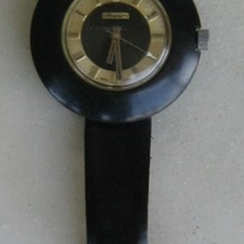 Great old 70's WORKING wind-up black watch w/gold dial. - Wristwatches