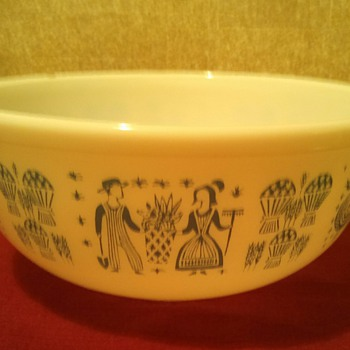 Butter print 4 qt Mixing Bowl....somebody pinch me!...