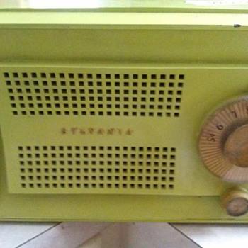 sylvania radio