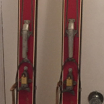 Downhill skis. I think they are from the 1940 1950 era. - Sporting Goods