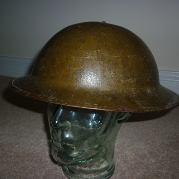 Standard British WW1 steel helmet - Military and Wartime