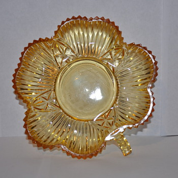 Yellow Amber Federal Glass Crystal Clover Pattern 2825