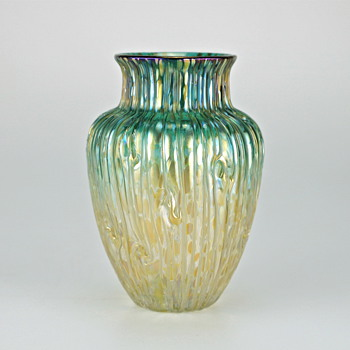 Loetz Ausführung 102, production #6912, circa 1902 - Art Glass