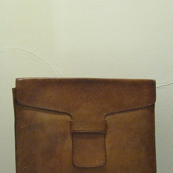 VINTAGE LEATHER DOCUMENT  HOLDER
