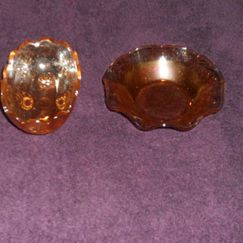 Carnavial glass bowls maker and pattern unkown ??