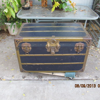 Shwayder Trunk (Samsonite) - Furniture