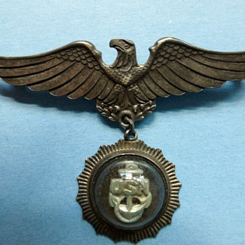 WW II Navy Wife Pin