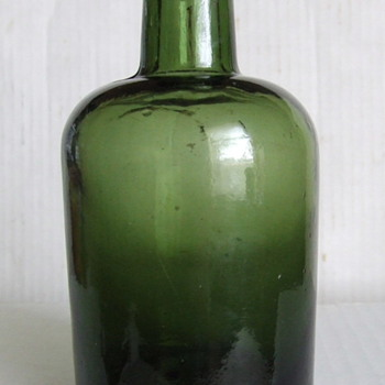 1890&#039;s dark green English ale bottle