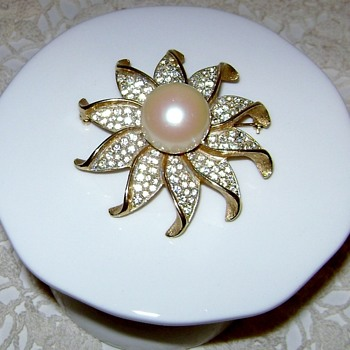 Sarah Coventry Brooch - Golden Ice Sunburst