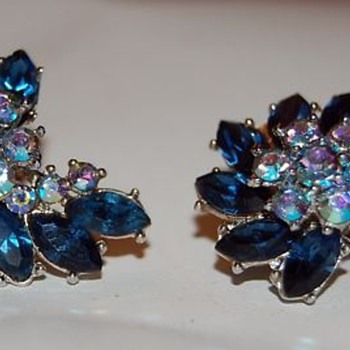 Crown Trifari earrings - Costume Jewelry