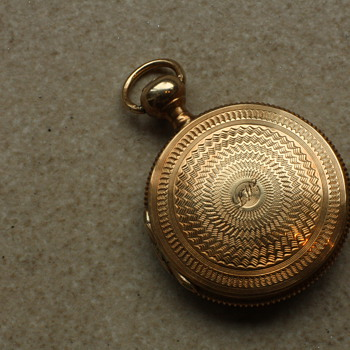 14 carat gold pocketwatch-style locket