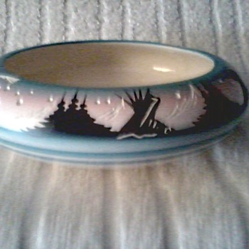 "Navajo ""Hozoni"" Native American Pottery / Seed Bowl Hand Painted and Signed with Incised Details/ Circa 19 ??"