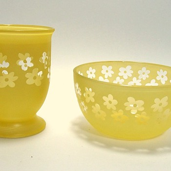 Retro Anchor Hocking? cased yellow glass with clear daisy - Glassware