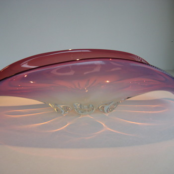 Pink opalescent bowl - Art Glass
