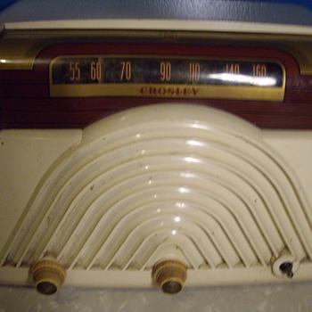 Crosley radio. Age Unkown???