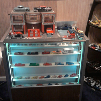Old 1970 Berg cosmetic revolving cabinet works great,,, - Model Cars