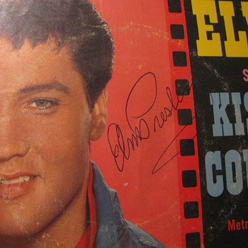 Elvis signature on Kissin Cousins 45 rpm picture sleeve - Records