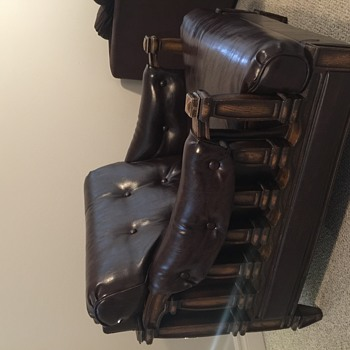 Clueless - Carved wooden and leather chair - Low to the ground