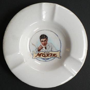 Moxie soda ash tray - Tobacciana