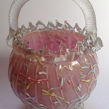 Victorian mauve - pink Peloton glass basket with rope twist handle