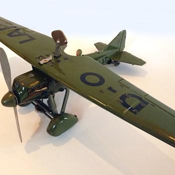 Tippco pre-WW2 tinplate windup toy aircraft (Germany)