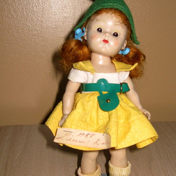 A beautiful Ginny doll.