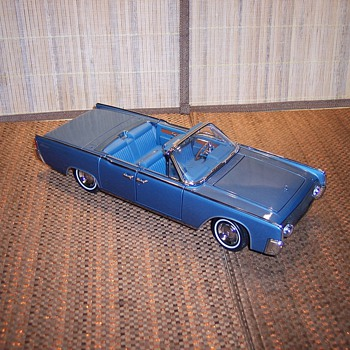 1961 Lincoln Continental 1/18 scale - Model Cars