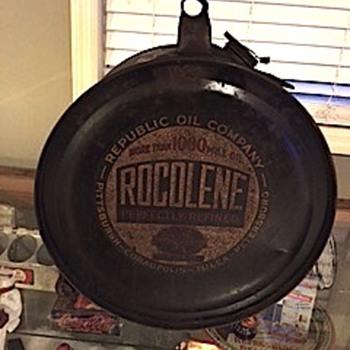 Rocolene rocker style oil can - Petroliana
