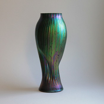 Rindskopf spiral form ribbed vase - Art Glass