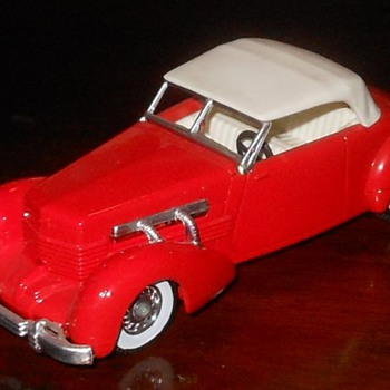Matchbox Models of Yesteryear 1937 Cord Model 812