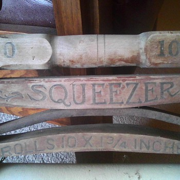 American Wringer Company- Squeezer Wringer