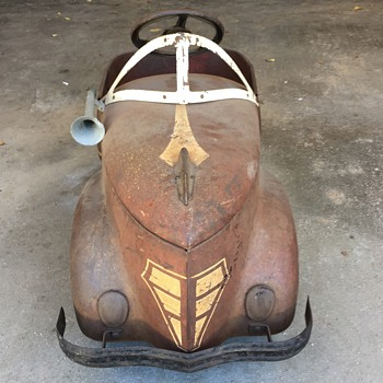 Was hoping someone can help me with finding out what make and model this pedal car is?