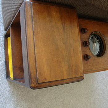 Zenith Shortwave Chairside Radio - Radios