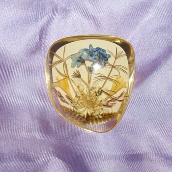 Vintage Lucite Pin With Dryed Flowers