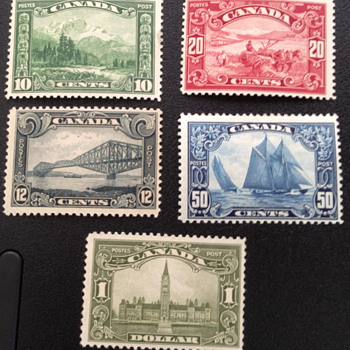 1929 Canadian Stamps - Fine Unhinged - Including Bluenose - Stamps