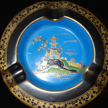 CARLTON WARE STOKE ON TRENT ASHTRAY - Pottery