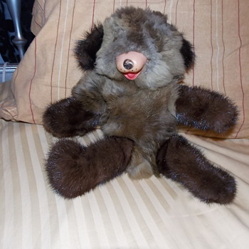 I need help determining the value of this teddy Im selling - Toys