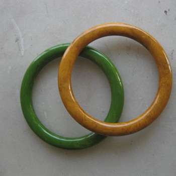 Marbled green and butterscotch bakelite bangles