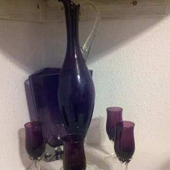 purple glass port decanter with 4 glasses