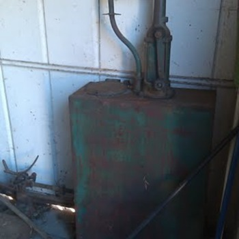 oil pump and tank (I think) - Petroliana