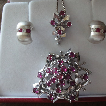 White gold 18ct Ruby earrings and the same brooch pin